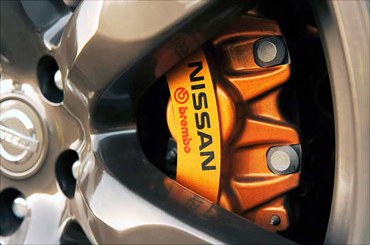 Nissan GT-R образа 2012 года