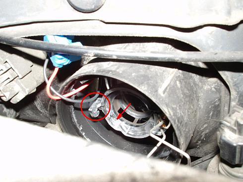 Замена ламп ближнего света и габаритов на Nissan Almera N16