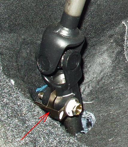 При повороте руля раздаются щелчки снизу рулевой колонки. Удаление транспортировочной пломбы
