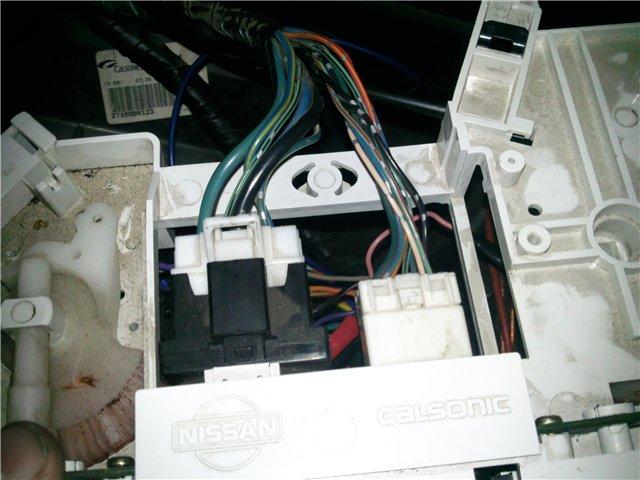 Замена лампочек на белые на отопителе в Nissan Almera N16