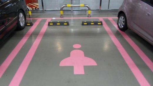 Парковочные места только для женщин - faqnissan.ru