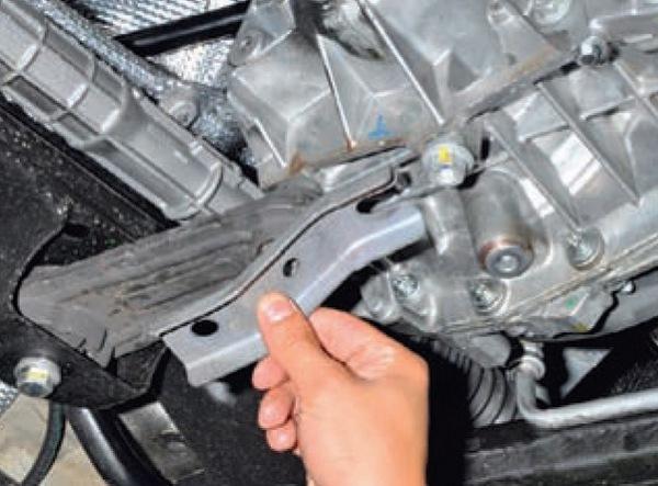 Замена задней опоры Nissan Almera G15