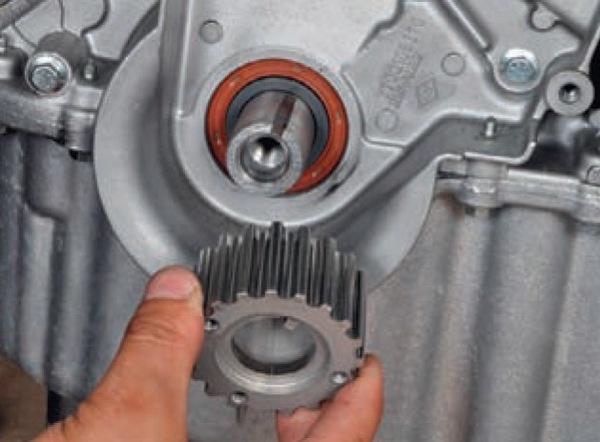 Замена переднего сальника коленвала Nissan Almera G15