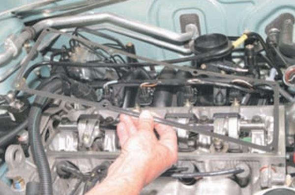 Меняем прокладку крышки головки блока цилиндров Nissan Almera G15