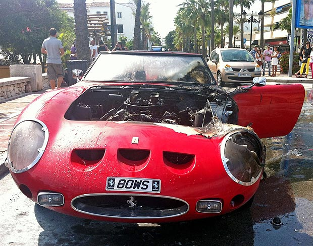 Редкий и дорогой Ferrari 250 GTO сгорел на перекрестке