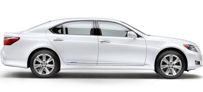 Белый и черный цвета автомобилей самые популярные в 2012 году