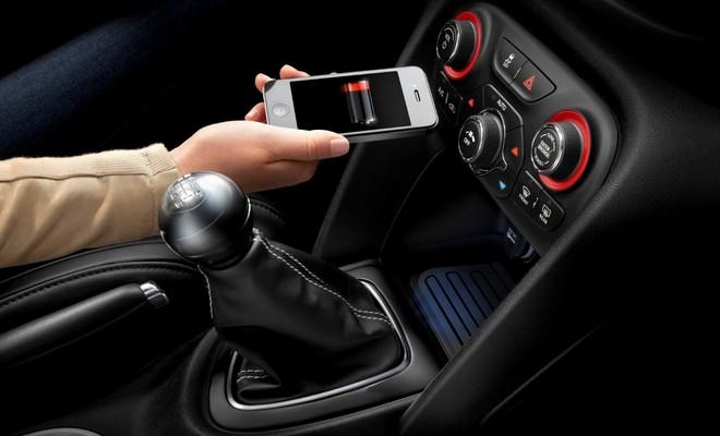 Беспроводная зарядка телефонов в автомобиле